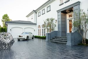 LA TIMES HOME OF THE DAY: 1041 Laurel Way